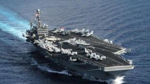 Hàng không mẫu hạm USS Theodore Roosevelt nhân cuộc tập trận JFTEX trên Đại Tây Dương ngày 15/07/2005. Ảnh tư liệu.