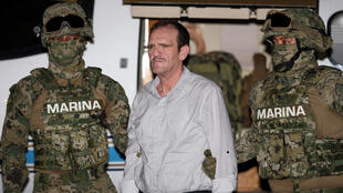Trùm buôn ma túy « El Guero » Palma bị dẫn giải về Mêhicô.
