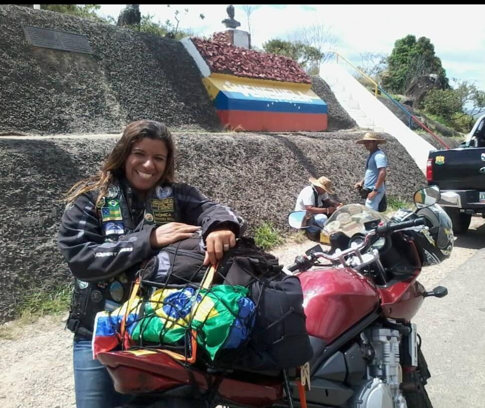 A brasileira Mônica Lima atravessou várias vezes a fronteira entre o Brasil e a Venezuela antes de ficar bloqueada no território venezuelano.