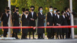 Em Israel, onde as autoridades cogitam a possibilidade de impor uma nova quarentena. 788 novos casos foram registrados nas últimas 24 horas, totalizando 30 mil infecções.