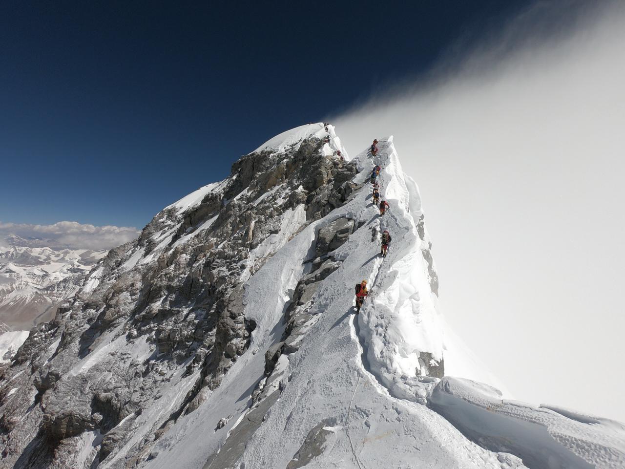 Foto tomada por el montañita Juan Pablo Mohr durante su escalada a la cima del Everest, mayo 2019.