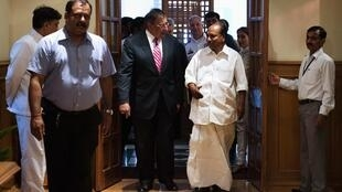 U.S. Defense Secretary Leon Panetta speaks with India's Defence Minister A.K. Antony during a meeting in New Delhi, 6 June, 2012