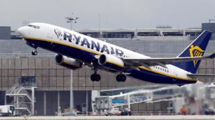 Un avion de ligne Ryanair commercial atterrit à Colomiers près de Toulouse en France, le 19 octobre 2017.