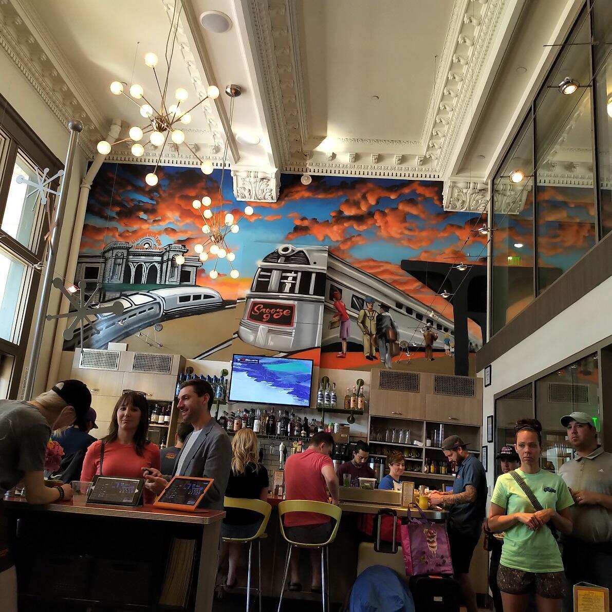 Una vista del interior de Snooze, en Union Station. Denver, Colorado. Julio de 2019.