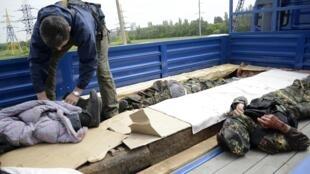 Тела так называемых бойцов самообороны, убитых под Донецком 23/05/2014
