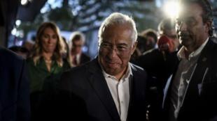 O socialista António Costa, obteve ontem um segundo mandato na chefia do governo português mas sem maioria absoluta.