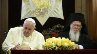 Francisco encontró un eco mayor en su encuentro con el más prestigioso dignatario de las Iglesias Ortodoxas, el patriarca de Constantinopla Bartolomeo.