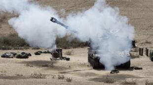 L'artillerie israélienne à la frontière avec la bande de Gaza, mercredi 16 juillet 2014.