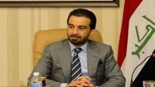 محمد الحلبوسی، سیاستمدار عراقی، دارای مدرک مهندسی برق و سوابق بازرگانی است