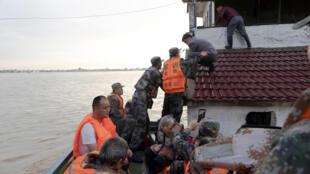7月19日得到救援的安徽災民資料圖片