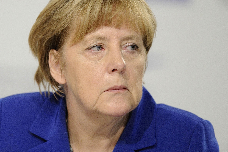 Pressão para chanceler alemã, Angela Merkel, aumentar os investimentos na Alemanha está crescendo.