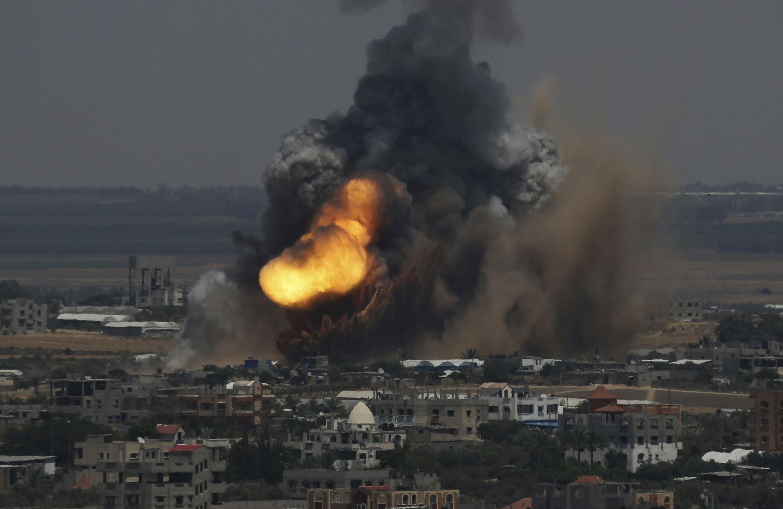 Israel ampliou sua ofensiva aérea contra a Faixa de Gaza nesta terça-feira, 8 de julho de 2014.