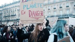 Manifestación por el clima en París: 'Asistencia a un planeta en peligro'.