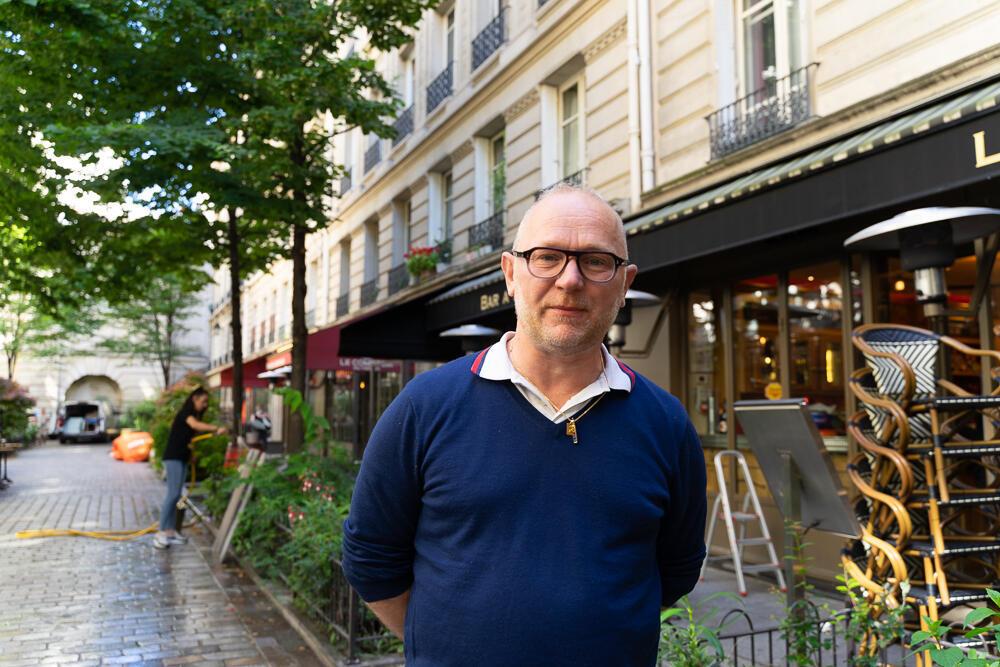 Richard Brun é proprietário de três restaurantes no bairro do Marais, em Paris. Ele se prepara para reabrir seus estabelecimentos após uma longa quarentena. (2/6/20).