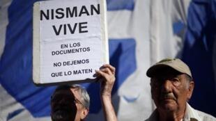 Biểu tình trước Quốc hội Achentina ủng hộ công tố viên Nisman, Buenos Aires, 04/02/2015.
