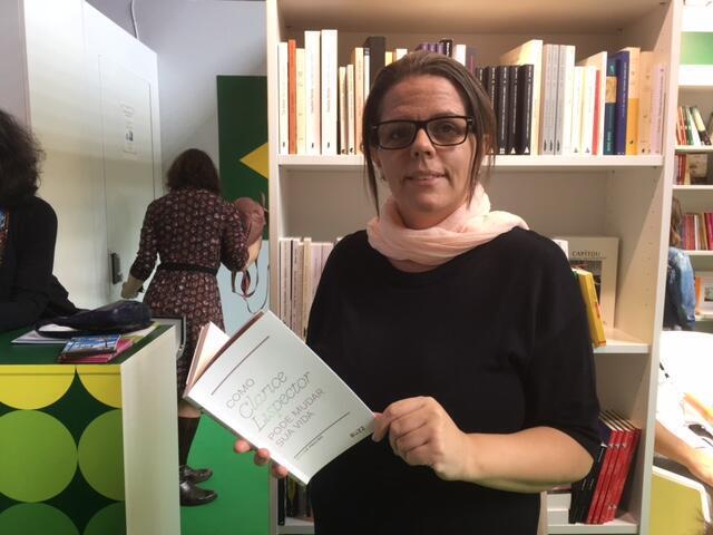 A escritora e editora da Nós, Simone Paulino.