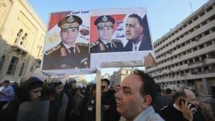 Un manifestant anti Frères musulmans, ce vendredi devant les lieux de l'attentat visant le QG de la police au Caire.