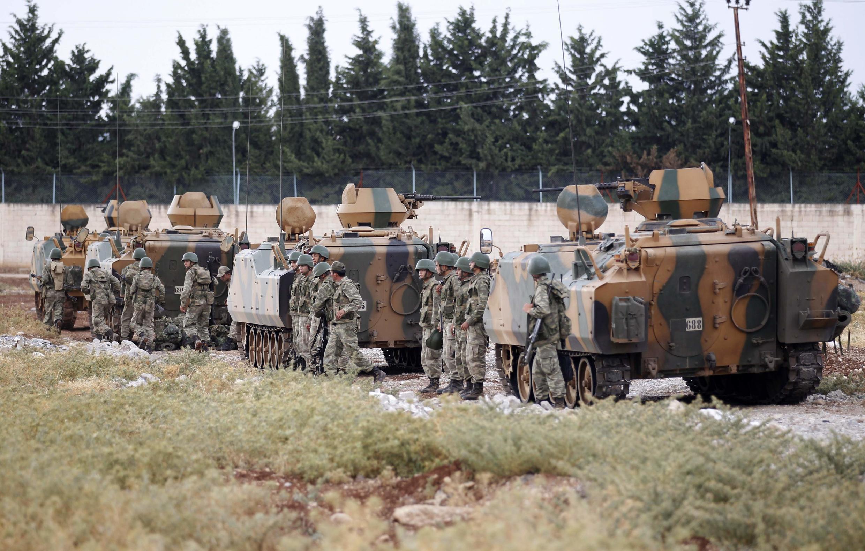 Un convoi de militaires turcs le long de la frontière entre la Turquie et la Syrie, près de Kilis, le 30 juillet 2012.