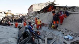 چهار روز پس از بروز زمین لرزه ای به شدت ٢/٧ ریشتر در ترکیه، بر اساس آخرین آمار در مورد تلفات این زمین لرزه شمار کشته شدگان به ٥٣٤ نفر رسیده است.