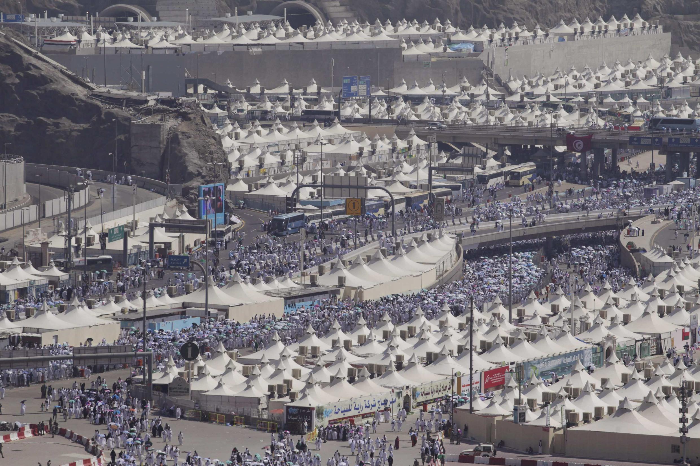 Peregrinação anual à Meca, na Arábia Saudita, destino dos fiéis muçulmanos que iniciam hoje o ritual de lapidação do Diabo e começo da Eid_al-Adha, a festa do Sacrifício.
