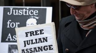 Un manifestant réclame la libération de Julian Assange à Londres, le 14 décembre 2010.