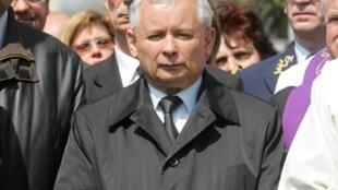 Jaroslaw Kaczynski, chef du principal parti d'opposition  conservateur Droit et Justice, lors des obsèques de son frère jumeau, président polonais défunt, Lech Kaczynski.