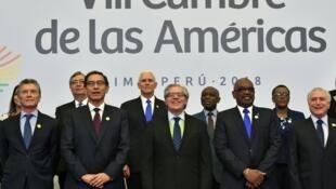 De gauche à droite notamment: les présidents Mauricio Macri d'Argentine, Martín Vizcarra du Pérou et Sebastián Piñera du Chili, lors du Sommet des Amériques de Lima, le 14 avril 2018.