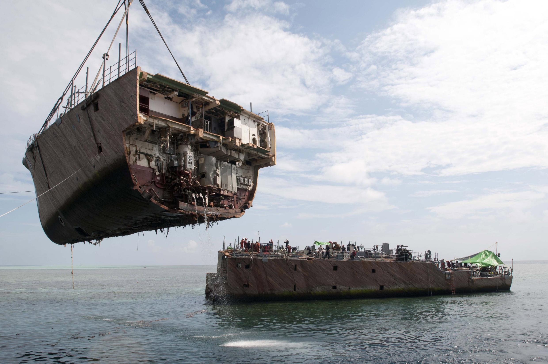 Démantèlement du navire de la marine américain. Photo prise le 26 mars 2013.