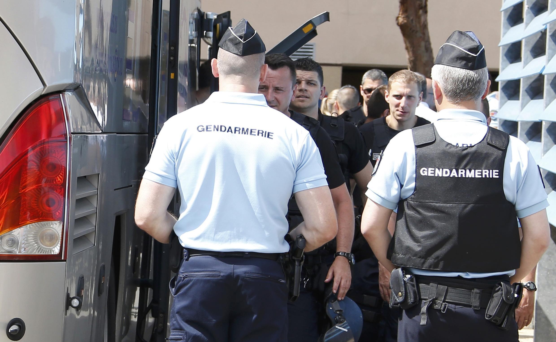 Российские футбольные болельщики, задержанные во вторник на юге Франции