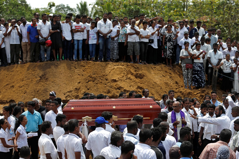Dubban al'ummar Sri Lanka ne dai suka halarci zaman jana'izar da ya gudana a Negombo
