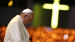 La llegada del Jorge Bergoglio a la jefatura de la Iglesia Católica parece haber acelerado la colaboración de la Iglesia católica para esclarecer el período más oscuro de la historia argentina.
