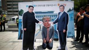 Người dân Hàn Quốc tụ tập trước đại sứ quán Mỹ ở Seoul, phản đối tổng thống Donald Trump hủy thượng đỉnh với lãnh đạo Bắc Triều Tiên, Kim Jong Un.