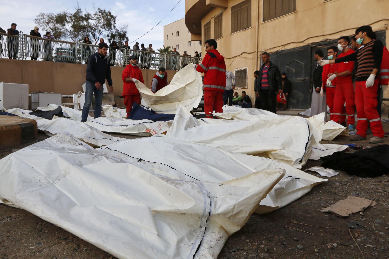 Raia waendelea kuuawa katika kijiji cha Al Mansoura, magharibi mwa mji wa Raqqa, Syria.