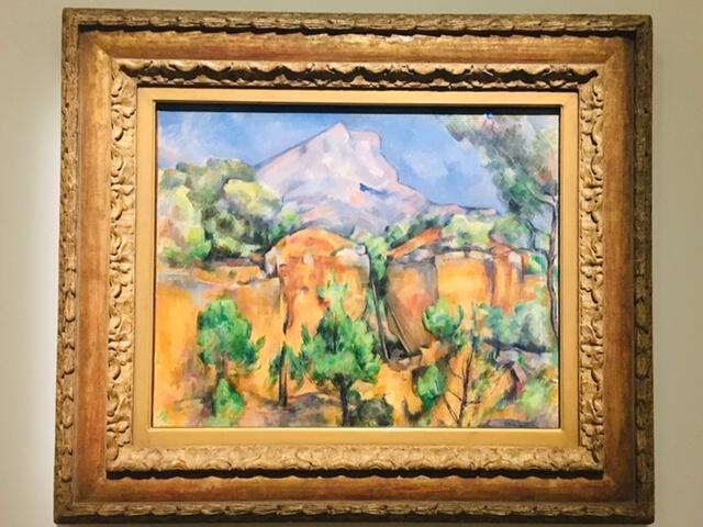 Paul Cézanne vẽ tranh sơn dầu « Núi Sainte-Victoire nhìn từ đường Bibémus », năm 1898-1900.
