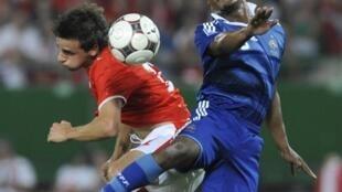 Patrice Evra et ses coéquipiers risquent de souffrir dans le jeu aérien.