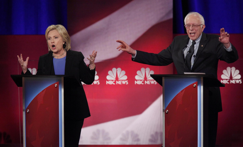 Tranh luận giữa hai ứng viên Hillary Clinton (trái) và và Bernie Sanders (phải), 17/01/2016.
