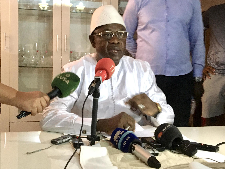 Cipriano Cassama nyumbani kwake huko Bissau akitangaza kujiuzulu kujiuzulu kwenye nafasi yake kama kaimu rais Jumapili, Machi 1, 2020.