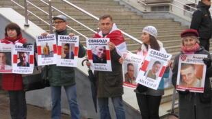 На акции «Чернобыльский шлях» выдвигаются и политические требования – в этом году группа активистов требовала освобождения задержанных по так называемому «делу патриотов».