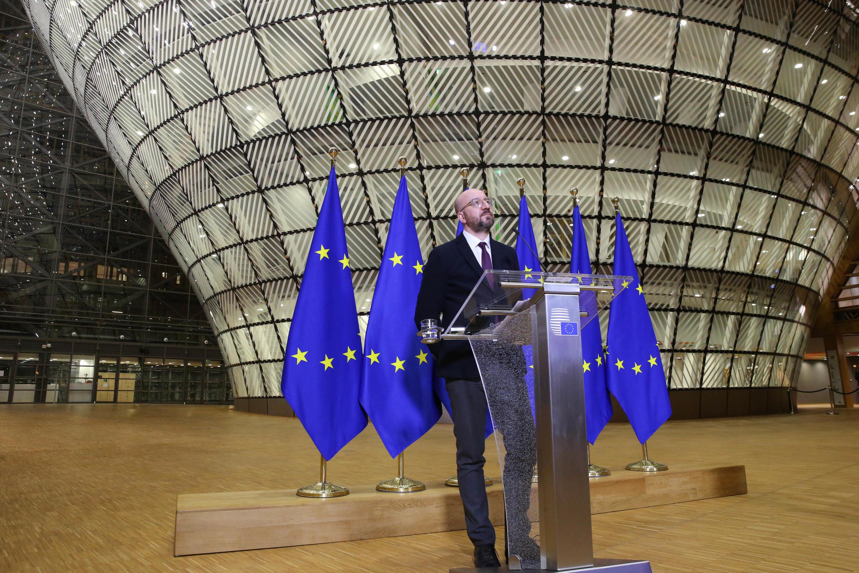 Charles Michel da una rueda de prensa tras una videoconferencia con los mandatarios europeos sobre la crisis del coronavirus, el 26 de marzo de 2020 en Bruselas