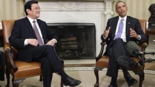 Tổng thống Mỹ Barack Obama (P) tiếp Chủ tịch nước Trương Tấn Sang tại Nhà Trắng hôm 25/07/ 2013.