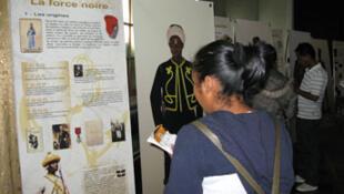 """Présentation de l'exposition """"La Force noire"""" à la presse malgache."""