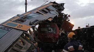 Vinte e uma pessoas ficaram feridas na noite desta segunda-feira (21) na estação de Alfarelos.