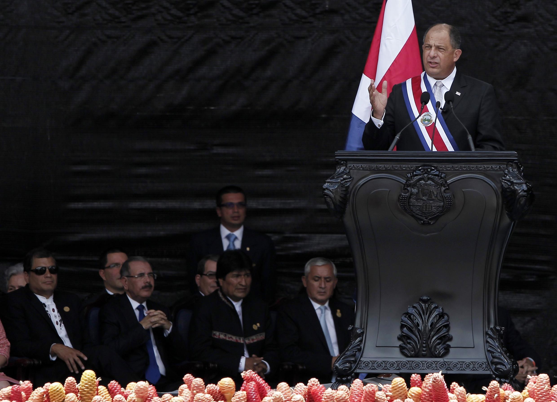 Luis Guillermo Solís da un discurso al asumir la presidencia, este 8 de mayo de 2014 en San José, Costa Rica.