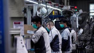 上海一家工廠工人2月份上班