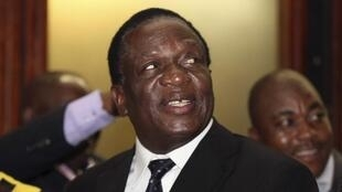 Emmerson Mnangagwa, aliekuwa makamu wa rais wa Zimbabwe, kabla hajatimuliwa kwenye wadhifa huo wiki mbili zilizopita..
