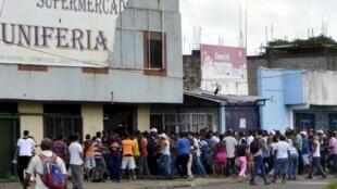 Supermercado saqueado em San Felix, no Estado de Bolivar.