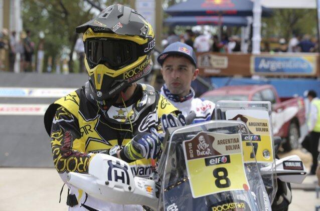O piloto português, Ruben Faria (Husqvarna/n°8), venceu o prólogo do Rali Dakar com o mesmo tempo que o espanhol Joan Barreda (Honda).