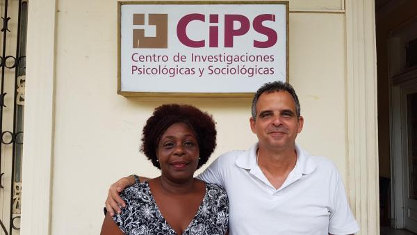 Os pesquisadores Ileana Hodge Limonta e Pedro Alvarez Sifontes, do Departamento de Estudos Sociorreligiosos do Centro de Pesquisas Psicológicas e Sociológicas de Cuba (Cips).