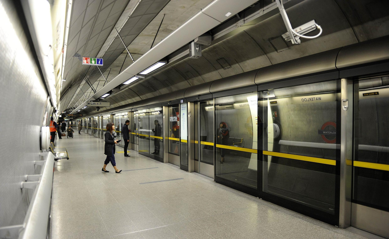 Hệ thống xe điện ngầm Luân Đôn chạy liên tục trong cuối tuần từ năm 2015