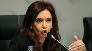 La présidente argentine Cristina Kirchner a remis lundi 6 décembre une note à son homologue Mahmoud Abbas pour lui faire savoir que son pays «reconnaît la Palestine comme un Etat libre et indépendant à  l'intérieur des frontières de 1967».
